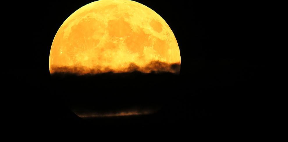 La última superluna del año se observa en distintas partes del mundo