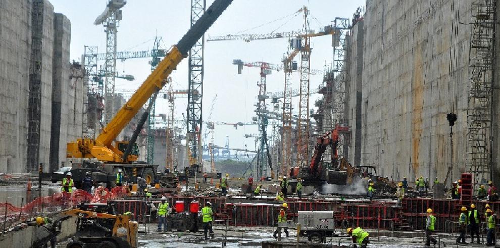 Panamá retrasa a 2016 conclusión de obras de Canal