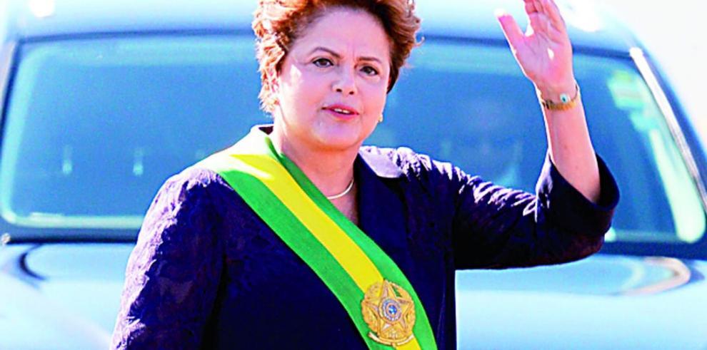 Rousseff promete plebiscito para 'reforma profunda'