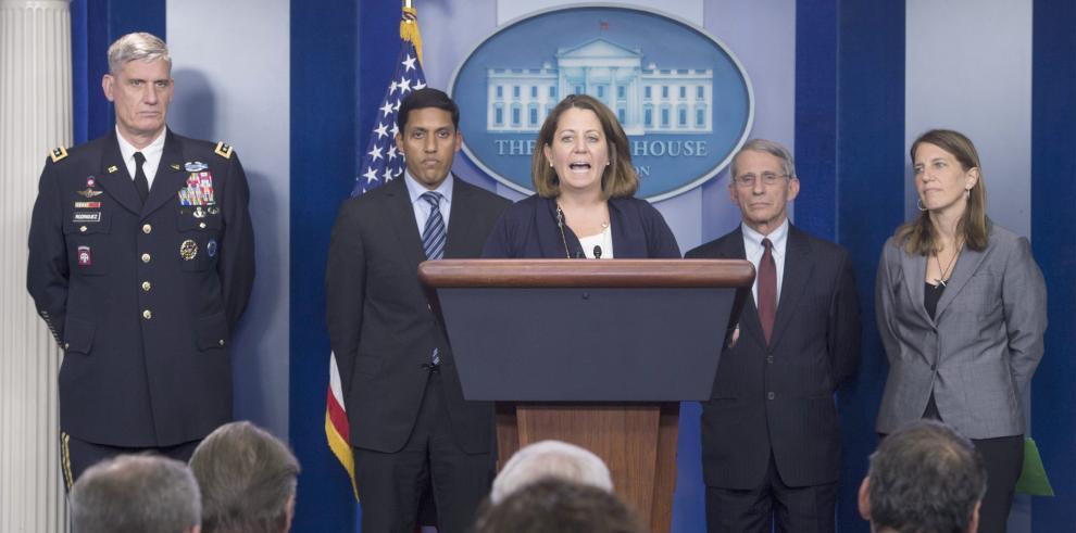 EE.UU. apela a la calma y asegura que detendrá avance del ébola en el país