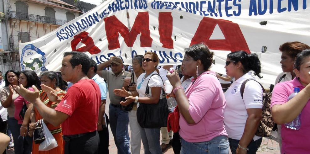 Tambores de huelga contra Meduca por aumento de $300