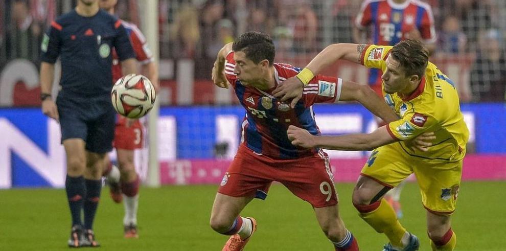 Bayern Múnich golea y sigue con paso firme al título