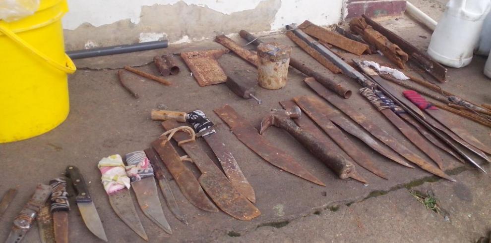 Encuentran armas punzo cortantes y droga en la cárcel pública de David
