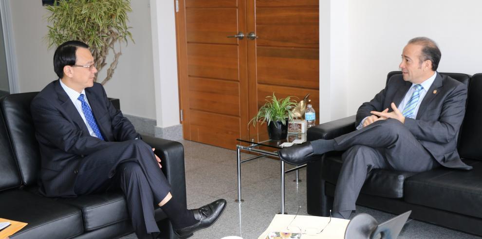 Embajador Chau de Taiwán se reúne con administrador de la ATP
