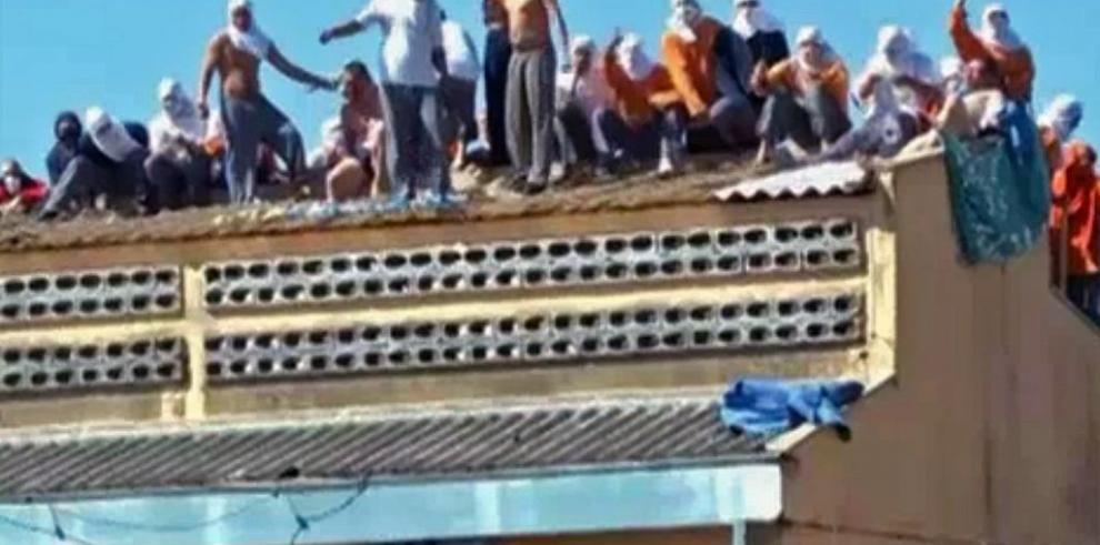 Presos amotinados en Brasil mantienen nueve rehenes durante más de 44 horas