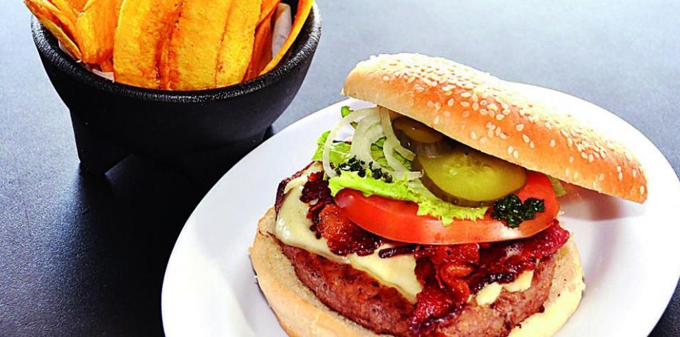 Cadena Fuddruckers inaugura restaurante en capital panameña