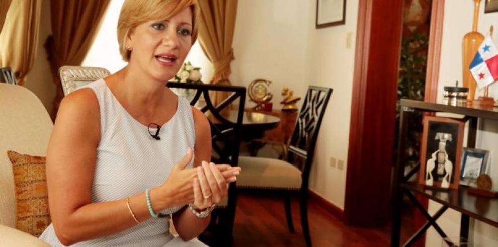 La Primera Dama, Lorena Castillo viajó a Honduras