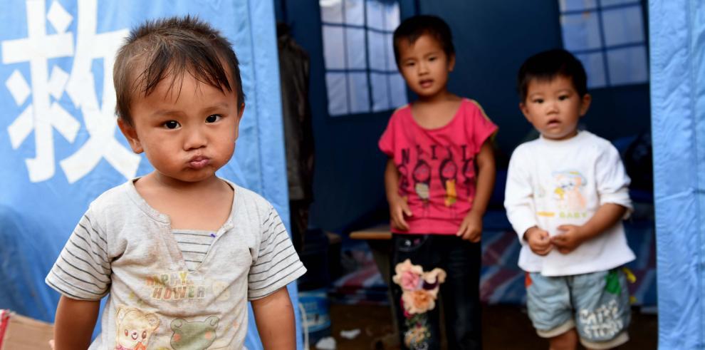 Aumentan a 615 los muertos por el terremoto en Yunnan, China