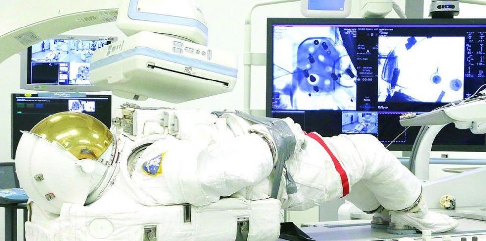 Examen médico a trajes espaciales