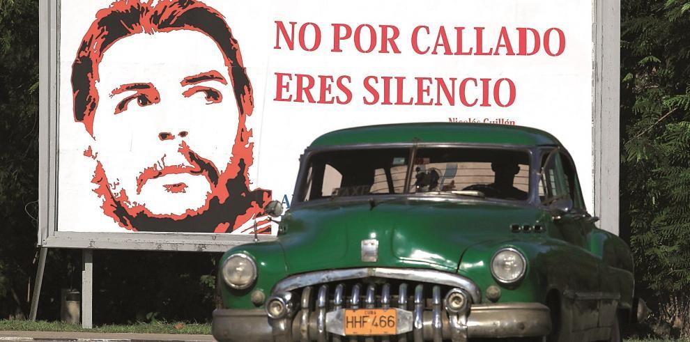 Hijo del Che ofrece a turistas viajes en motocicleta en Cuba