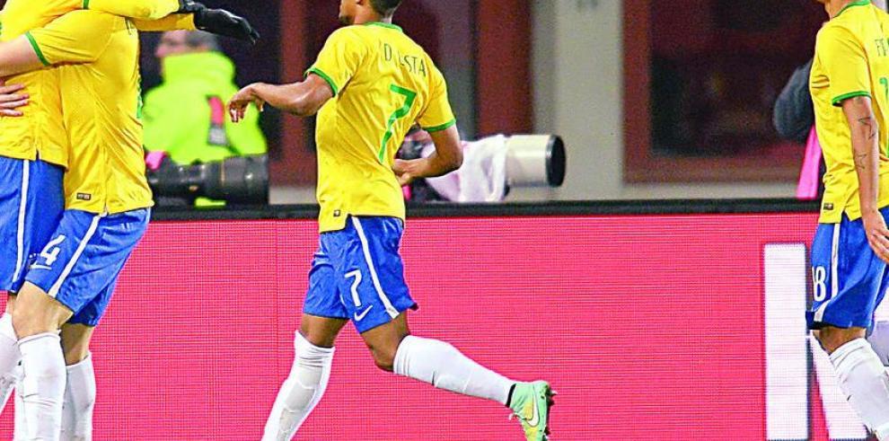 Firmino rescata a Brasil ante una complicada Austria