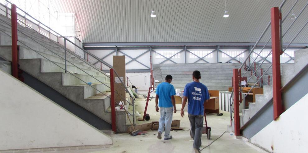 Reparación de gimnasio de escuela 'modelo' costó $20 mil