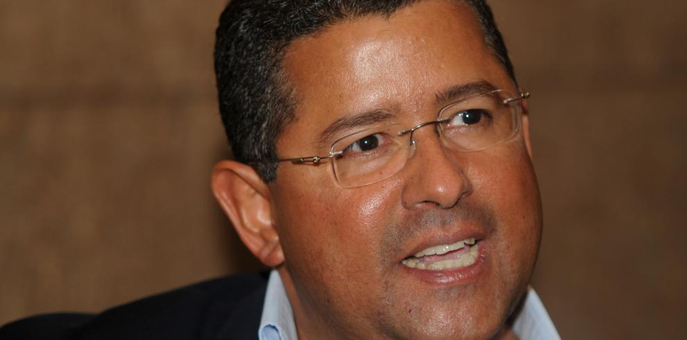 Desconocen paradero de expresidente fugitivo Francisco Flores