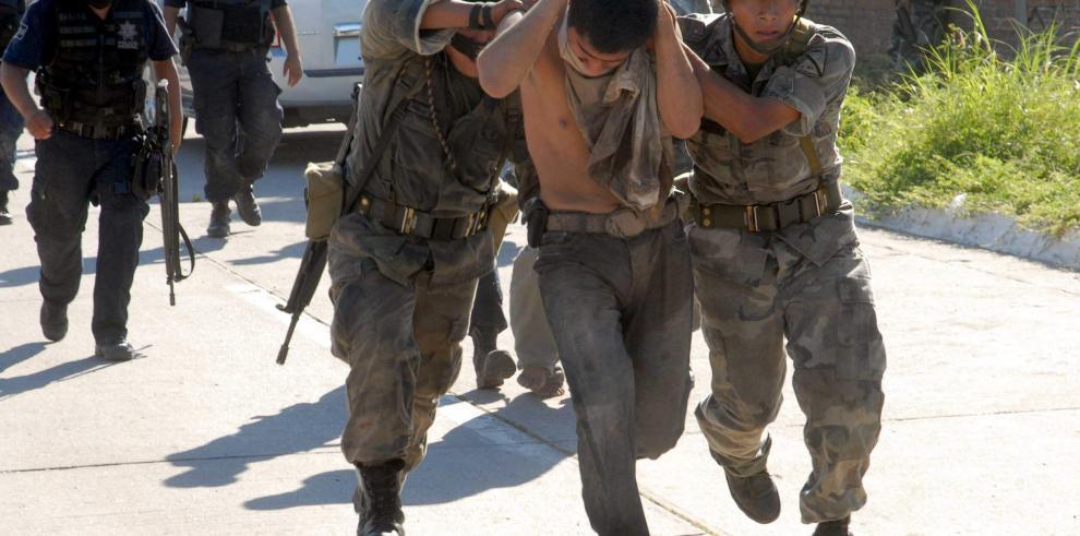 Hallan siete cuerpos sin vida abandonados en un vehículo en norte de México