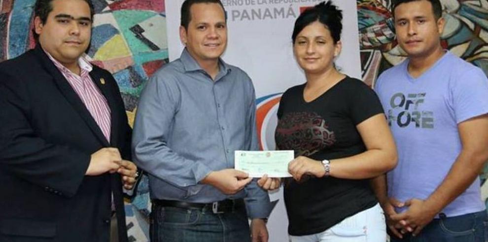 Lotería entrega aporte para Asbel Araúz