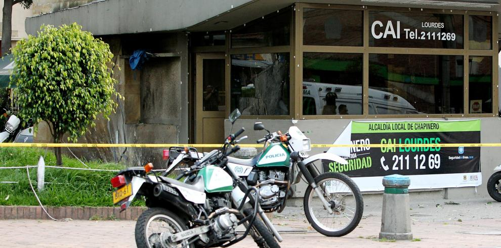 Ofrecen recompensa tras detonación de explosivo en puesto policial de Bogotá