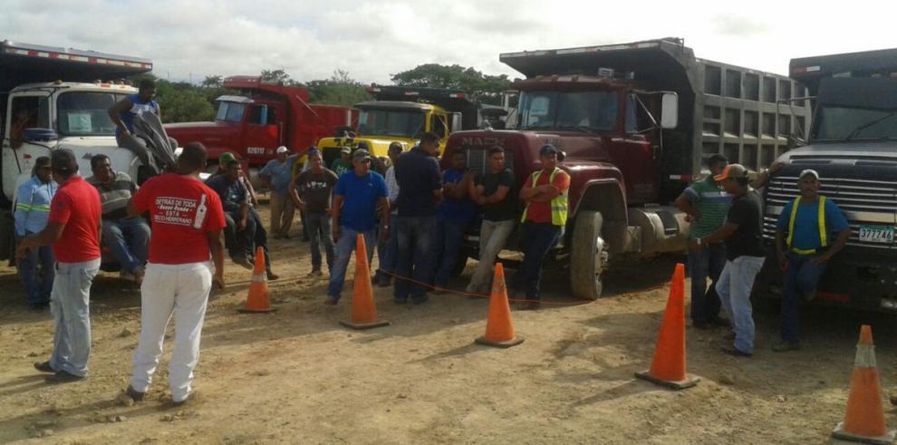 Trabajadores paralizan labores en el parque eólico de Penonomé