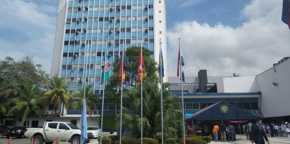Ana Matilde Gómez izó bandera por la línea independiente en la Asamblea