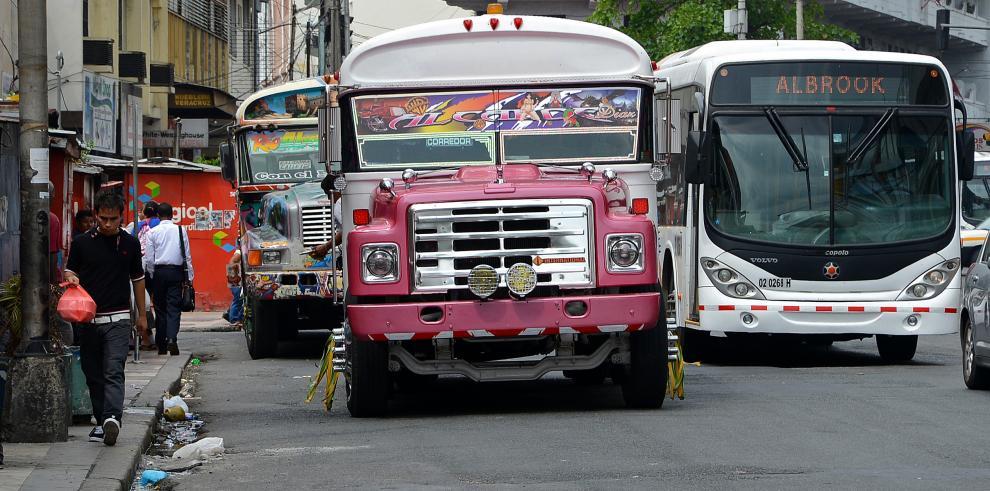 Decreto 718 prohíbe importación de buses para uso privado y público