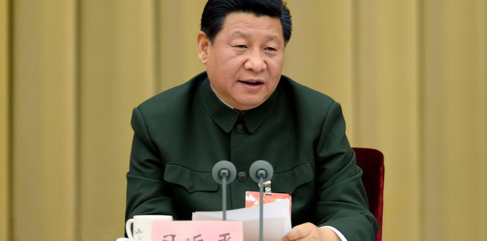 Sancionan a unos 7.000 funcionarios chinos por violar políticas de moderación
