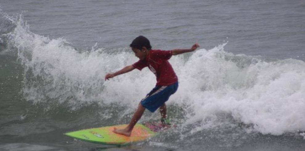 Surfistas se citan en Playa Teta para la Copa Las Islas
