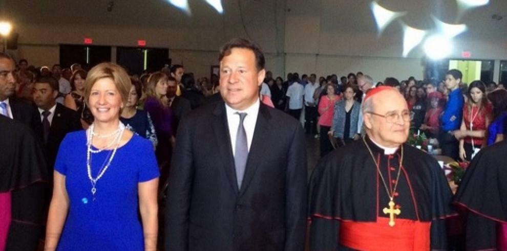 Presidente Varela y Primera Dama presentes en la Cena de Pan y Vino