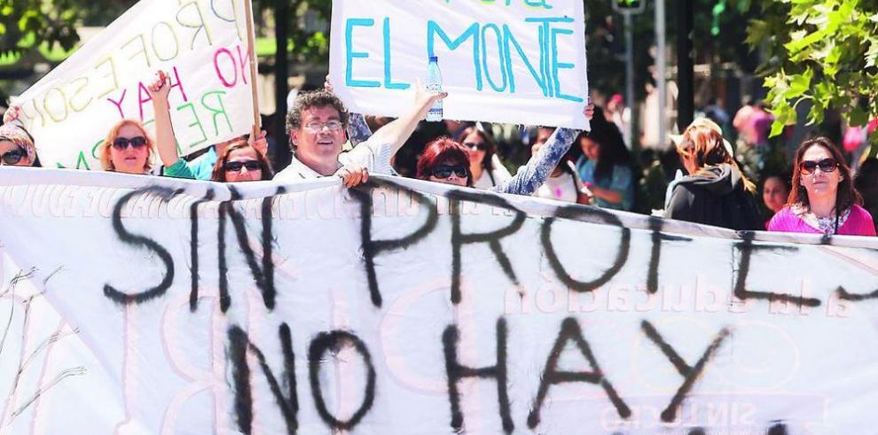 Profesores inician paro de dos días en Chile