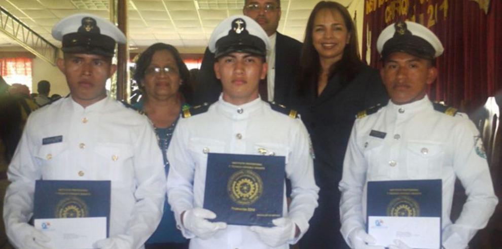 Nuevos graduados chiricanos