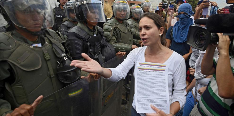 Exilio venezolano tacha de
