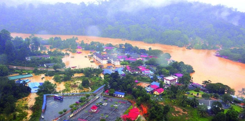 Malasia sufre las peores inundaciones en 30 años