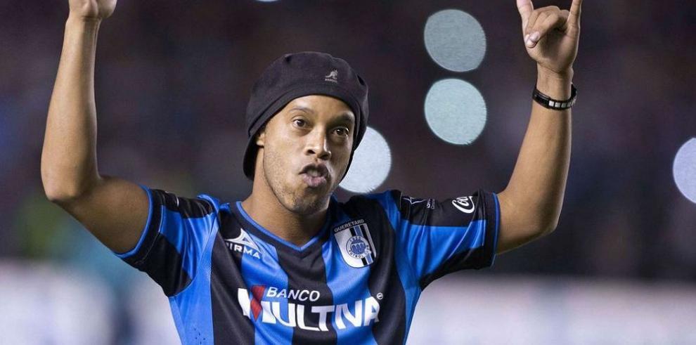 Ronaldinho regresa al Querétaro