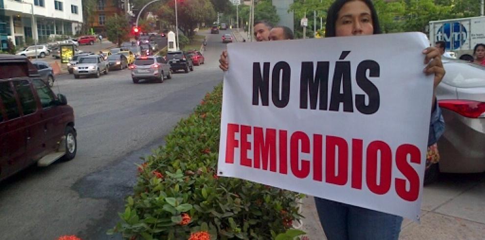 Vigilia en la iglesia del Carmen por asesinato de Vanessa Rodríguez