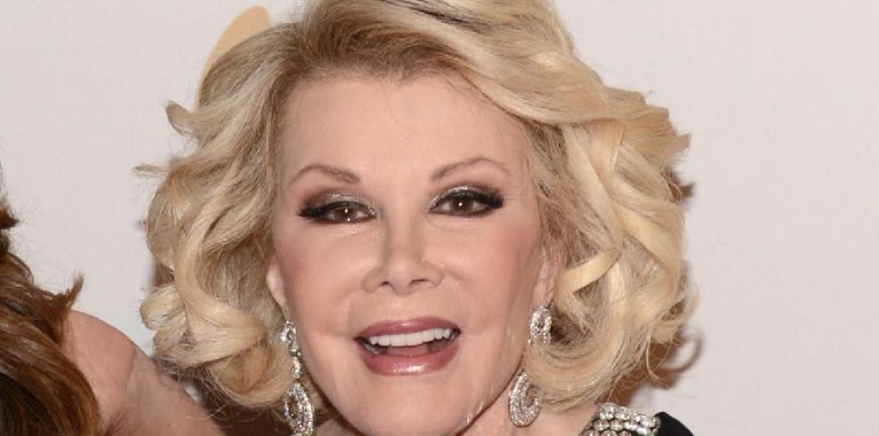Comediante Joan Rivers dejó de respirar durante cirugía