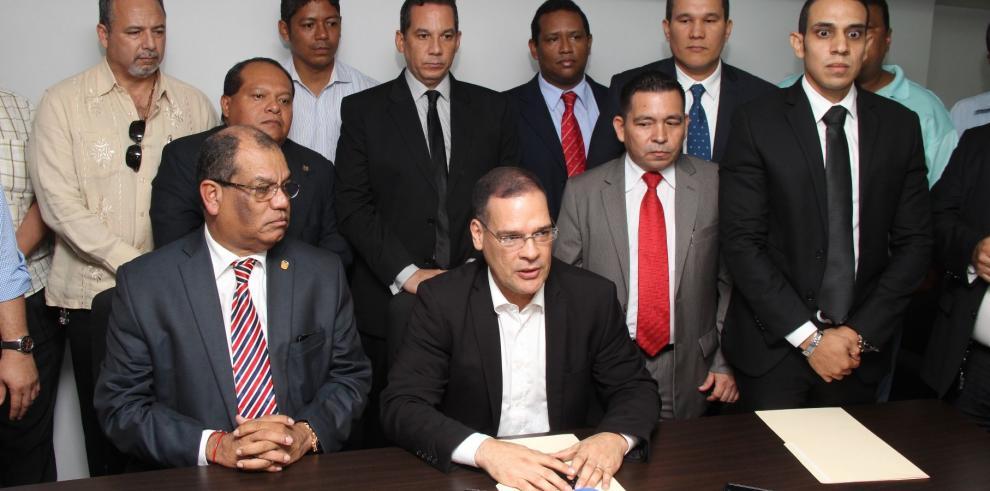 Miembros del PRD presentan sus postulaciones para la Secretaría General