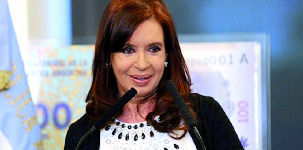 Cristina Kirchner,madrina de primer bautismo de hija de lesbianas en Argentina