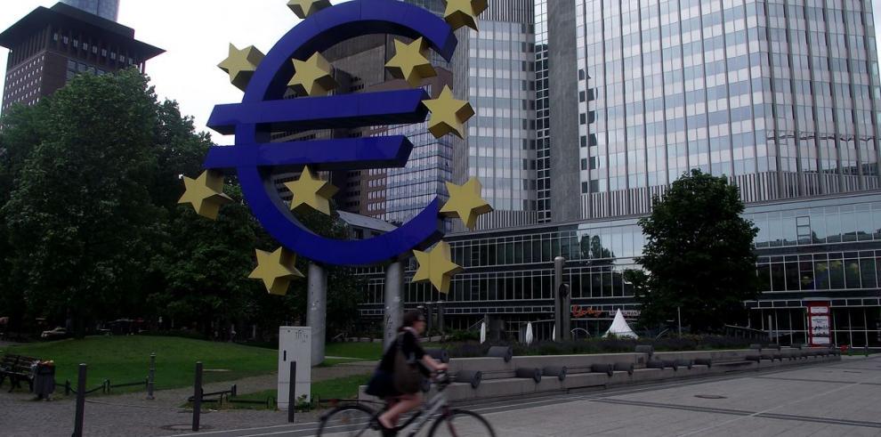 Desempleo en la UE bajó a 10.3% en abril