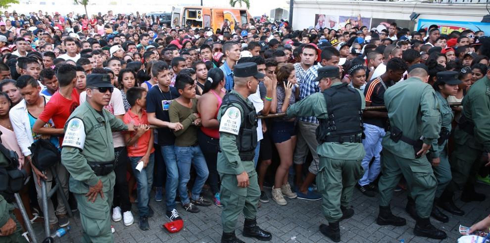Cita de la juventud PRD en medio de desorden y desmayos de simpatizantes