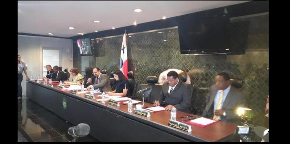 Comisión de Credenciales cuestiona a Kenia Porcell