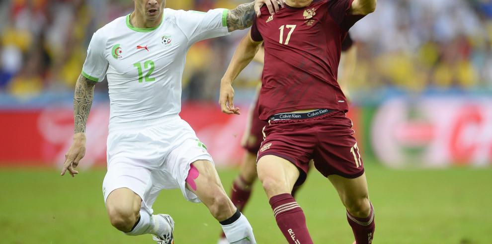 Argelia empata 1-1 a Rusia y clasificó a octavos de final