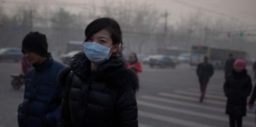 Elevada contaminación causa alerta en Pekín