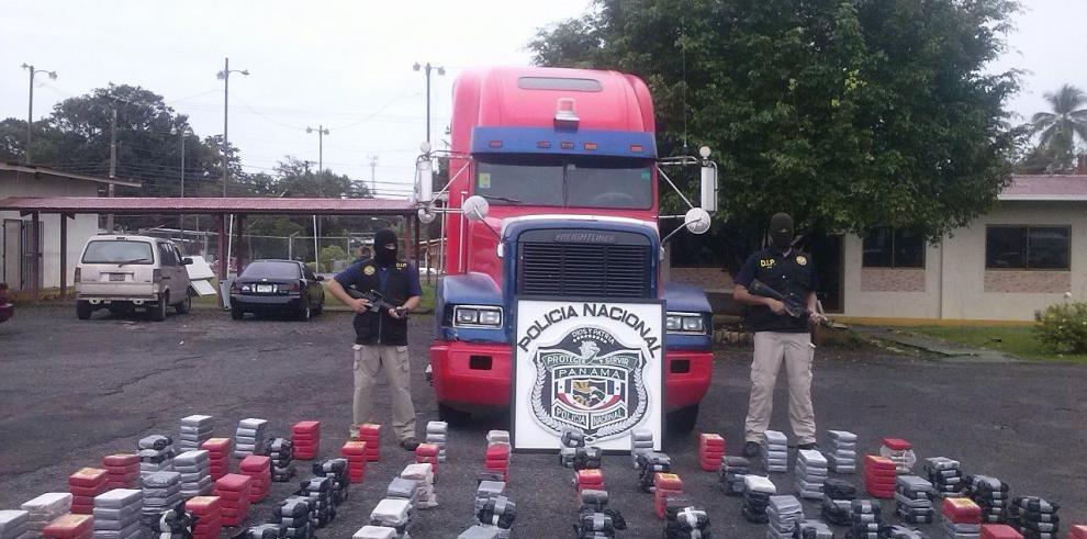 Policía se incauta 432 kilos de cocaína en vagón cisterna de concreto