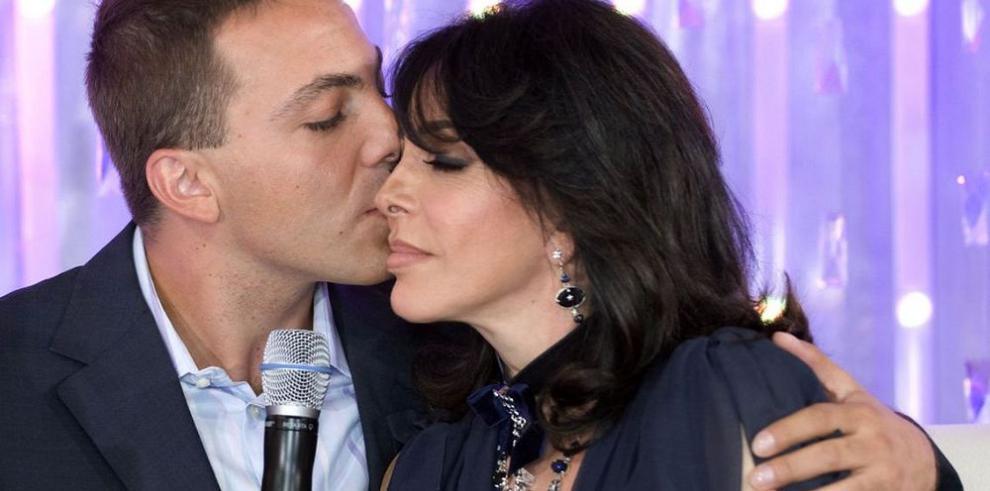 Cristian Castro estrena nueva pareja