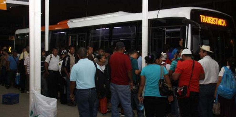 Varios patios del Metrobús amanecen paralizados