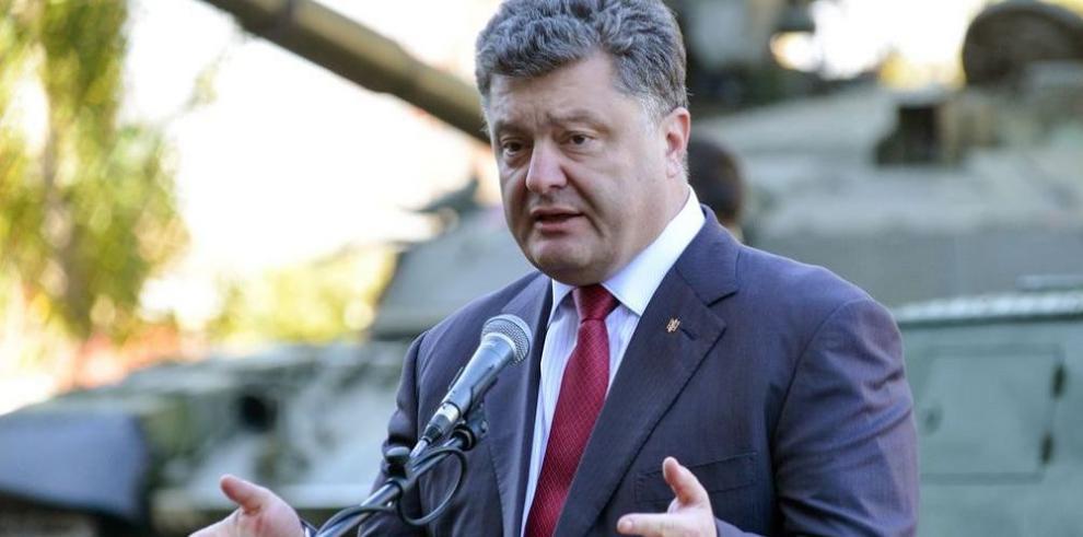 Poroshenko destituye al Ministro de Defensa