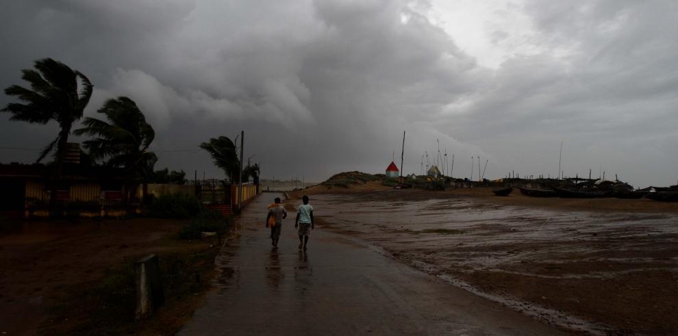 Aumentan a 23 los muertos por el ciclón Hudhud en el este de la India