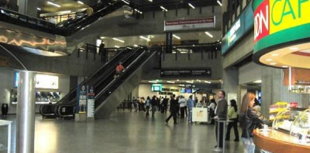 Empleados de aeropuertos de Río harán huelga día de inicio del Mundial