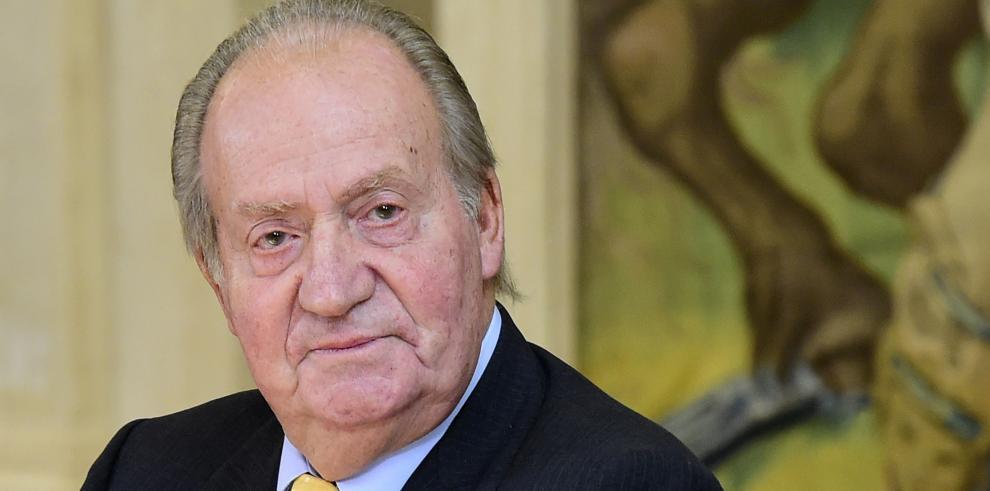 Diputados españoles aprueban ley que permite abdicar a Juan Carlos