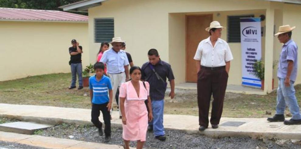 Entregan viviendas en La Pintada por $3 millones