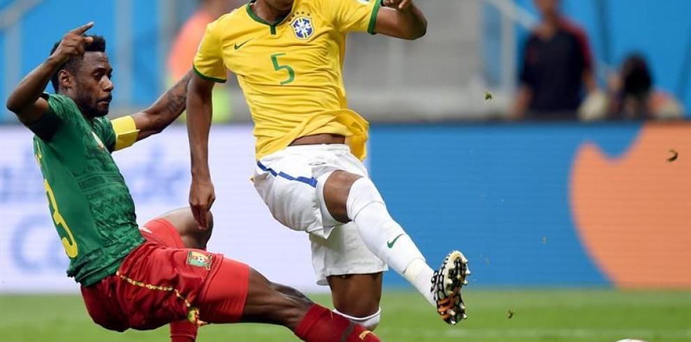 Fernandinho por Paulinho, el único cambio de Brasil