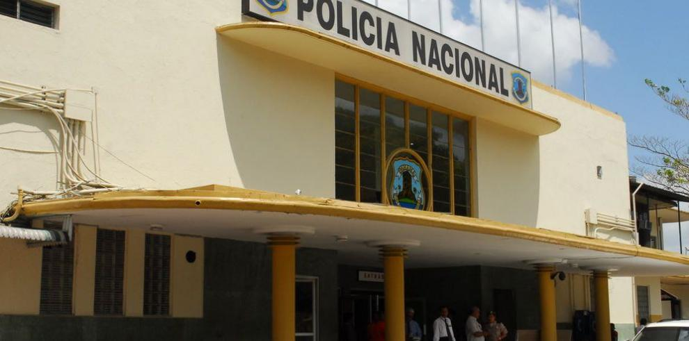 Ascensos a civiles en entes policiales